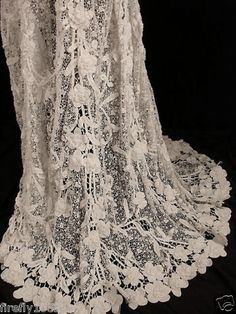EXCEPTIONAL RARE FRENCH VICTORIAN 1800S IRISH CROCHET LACE WEDDING DRESS