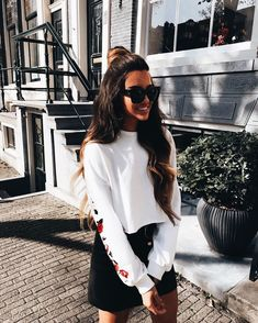 cool outfit / white embroidered sweatshirt and black skirt Fall Outfits, Summer Outfits, Casual Outfits, Cute Outfits, Look Fashion, Fashion Beauty, Fashion Outfits, Fashion Trends, Womens Fashion