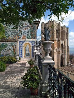 A small secret of Lisbon: The terrace with a magnificent view - Miradouro da Catedral da Sé. portugal travel tips Visit Portugal, Spain And Portugal, Portugal Travel, Places Around The World, Travel Around The World, Around The Worlds, Algarve, Places To See, Places To Travel