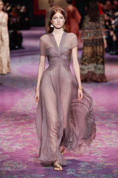 Christian Dior Haute Couture Spring-Summer 2020 - Fashion show Haute Couture Paris, Haute Couture Gowns, Haute Couture Fashion, Spring Couture, Couture Week, Style Couture, Christian Dior Couture, Christian Dior Vintage, Christian Christian