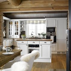 Cabin – Cabin kitchen and cabin furniture – Kistefos Furniture - Outdoor Wood Furniture, Cabin Furniture, New Kitchen, Kitchen Dining, Cast Iron Kitchen Sinks, Small Appartment, Log Home Interiors, Cabin Kitchens, Kabine