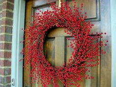 Holiday wreath how to. Looks simple enough that even I could do it.
