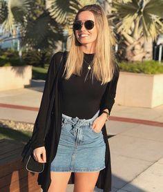 Look saia jeans, body preto com gola e cardigan preto. Chic Outfits, Trendy Outfits, Fashion Outfits, Jeans Fashion, Skirt Fashion, Fashion Fashion, Girl Outfits, Fashion Trends, Denim Mini Skirt