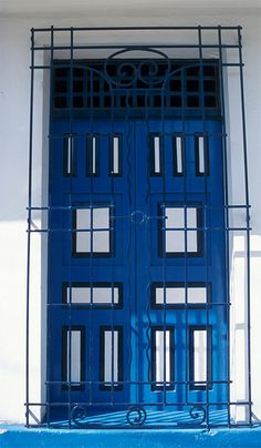 Looks like a Tardis door! Old Doors, Entry Doors, Entrance, Tardis Door, Colombian Cities, Building A Door, Santa Marta, Door Knockers, Color Stories