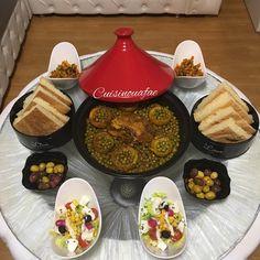 Petit-déjeuner marocain. Goûter marocain. Goûter à la marocaine. Présentation à la marocaine. Moroccan food. Moroccan breakfast. Moroccan tea. Baghrir. Couscous. Meloui. Olives. Tajine. Msemen. Rghayef. Dattes. Café. Harira. Tajine. Tagine. Plats marocains. Morrocan Food, Moroccan Kitchen, Moroccan Breakfast, A Food, Food And Drink, Tapas, Algerian Recipes, Dinner Party Recipes, Food Platters