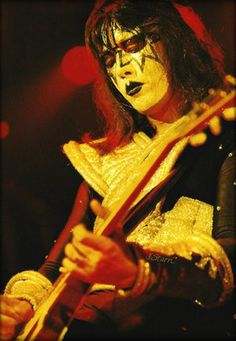 Photo of Ace ~Tokyo Japan… March 1978 for fans of Ace Frehley 40905580 Hard Rock, Heavy Metal, Kiss Members, Kiss Images, Kiss Pictures, Eric Carr, Kiss Band, Ace Frehley, Hot Band