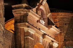 Penne, piccola città abruzzese in provincia di Pescara è ricchissima di storia e tradizioni. Il suo ricco patrimonio artistico e storico, viene visitato da tantissimi turisti ogni anno. Innumerevoli sono le manifestazioni che si svolgono e per la maggior parte legate a storie vere che nei secoli si tramandano.Una di queste è la leggenda di Roccabruna, un misto di storia e fantasia popolare. Rievocazione della leggenda di Roccabruna. La leggenda del XV sec. narra che la all'epoca si chiamava…