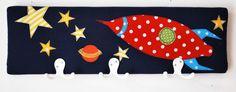 Kindergarderobe für kleine Raumfahrer, 50 cm breit und 15 cm hoch.  #Garderobe #Kindergarderobe #Geschenk #Kinderzimmerdeko #persönlich