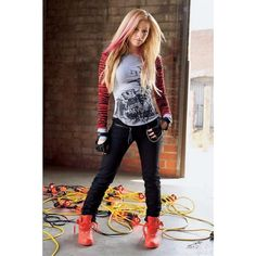 An image of Avril Lavigne ❤ liked on Polyvore featuring avril lavigne, people, avril, girls and music