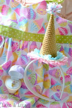 How cute for the birthday girl to wear at an ice cream party! Birthday Pins, 3rd Birthday Parties, 4th Birthday, Birthday Ideas, Ice Cream Party, Fiesta Party, Karneval Diy, Fete Emma, Rosalie