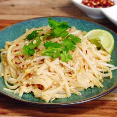 Delicious homemade Pad Thai doesn't get any more doable than this. Create the perfect blend of Asian-inspired pure flavor. Easy Healthy Dinners, Healthy Dinner Recipes, Cooking Recipes, Easy Dinners, Drink Recipes, Yummy Recipes, Homemade Pad Thai, Asian Recipes, Ethnic Recipes