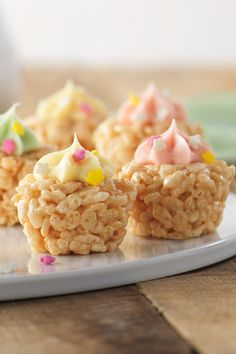 "RICE KRISPIES TREATS® Mini ""Cupcakes"" – Ready in just 45 minutes, kids enjoy making and eating these yummy cereal treats! This dessert recipe is the perfect way to celebrate summer."