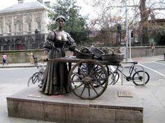 Statue of Molly Malone, Dublin city centre #ireland