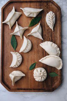 How to Fold Dumplings Armenian Recipes, Irish Recipes, Greek Recipes, Asian Recipes, Armenian Food, Ravioli, Homemade Dumplings, Dumpling Recipe, How To Fold Wontons