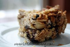 Healthy Homemade Granola Bars. Easy and super healthy snack to make and enjoy all week long!