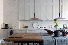 Un appartement élégant - Frenchy Fancy - Maison Kitchen Redo, Kitchen Dining, Kitchen Remodel, Kitchen Cabinets, Cupboards, Stockholm Apartment, Appartement Design, Design Moderne, Cuisines Design