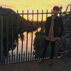 Get this look: http://lb.nu/look/8691993 More looks by Luke Heywood: http://lb.nu/curlywurlyboy Items in this look: Denim Jacket, Tan Longline Shirt, Skinny Jeans, Chelsea Boot #chic #dapper #minimal #nightout #boy #denim #jacket #longline