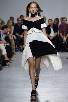 94751b67369 http   www.vogue.com fashion-shows spring-