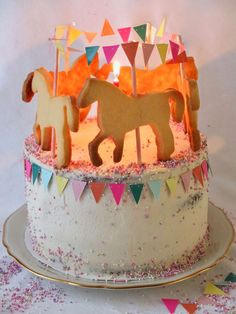 Fondant Figures, Matilda, Winter Torte, Elegant Birthday Cakes, Sugar Dough, Fun Desserts, Elegant Desserts, Guest Gifts, Bite Size