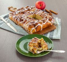 Butterkaka med äpple Fika, Cheesecake, French Toast, Rolls, Cooking Recipes, Pudding, Apple, Breakfast, Ethnic Recipes