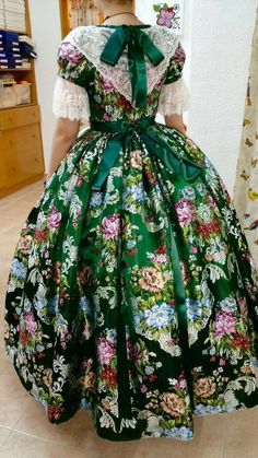 Traje fallera Beautiful Dresses, Nice Dresses, Daisy Mae, Historical Costume, Ag Dolls, Marie Antoinette, Vintage Pictures, Dress Patterns, Dress Making