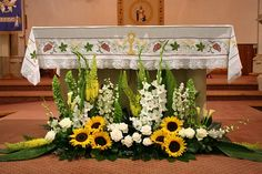 Sunflowers at the altar? Alter Flowers, Sunflowers And Roses, Church Flowers, Funeral Flowers, Easter Flower Arrangements, Sunflower Arrangements, Beautiful Flower Arrangements, Floral Arrangements, Church Altar Decorations