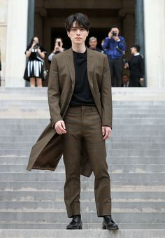 Lee Dong-Wook attends the Givenchy show as part of the Paris Fashion Week Womenswear Spring/Summer 2018 on October 2017 in Paris, France. Asian Actors, Korean Actors, Lee Dong Wook Goblin, Lee Dong Wook Wallpaper, Lee Dong Wok, Goblin Korean Drama, Kim Bum, Kim Myung Soo, Weightlifting Fairy Kim Bok Joo