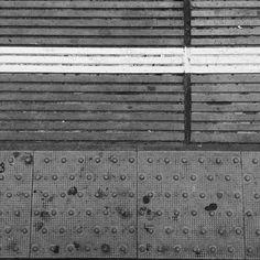 #johnscarane #printmaking #poster #posterdesign #screen #handprinted #screenprinting #grid #rastersysteme #raster #graphicdesigner .Dedicated to @zsuzsi_megyeri  brilliant photographer.