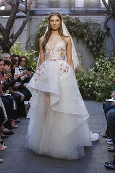 Vestidos de novia con encaje y olanes