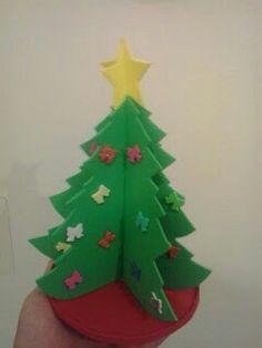 Manualidad árbol de Navidad con goma eva