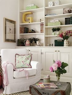 Bookshelves- for the front room. Shelves to the ceiling! Bookshelf Styling, Bookshelves Built In, Book Shelves, Built Ins, Bookcases, Playroom Shelves, Bookshelf Decorating, Wall Shelving, Modern Country Style