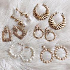 Accessories l earrings l cute jewelry l spring style l gold jewelry l jewelry inspo l flatlay inspo l flatlay ideas l summer style l pearl earrings Stylish Jewelry, Cute Jewelry, Gold Jewelry, Jewelry Accessories, Fashion Accessories, Fashion Jewelry, Jewelry Design, Jewlery, Jewellery Earrings