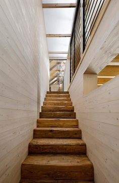 TRAP - mooie houten trap (A2F Architects Jonas Barn Staircase Photography By Ester Havlova)