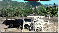 Terraza con vistas al parque de Viñales. Vinales, Dining Table, Furniture, Home Decor, Terrace, Fences, Entryway, Parks, Cities