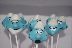Aren't these Smurf cake pops adorable? These would be perfect at a little ones birthday party. Don't forget to make them with blue cake inside.
