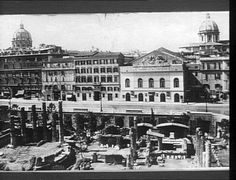 Roma - Largo di Torre Argentina  1900 Old Photos, Paris Skyline, Louvre, Street View, Italy, History, Building, Places, Photography