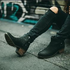 When in doubt, rock some black on black with Foxy boots (just enough heel to dress them up or down). #TevaUpgrade