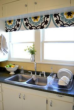 Love this kitchen pelmet box, especially the fabric. can't wait to do this for our kitchen and Joey's room! Pelmet Box, Box Valance, Drapes And Blinds, Tv Decor, Home Decor, Shabby Chic Kitchen, Kitchen Wall Art, Kitchen Remodel, Kitchen Redo