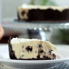 Chocolate oreo cookie crust and creamy, silky cookies and cream in every bite.