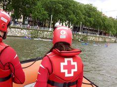 """Voluntarias/os de Cruz Roja del Mar de #Arriluze cubriendo """"Regata Piraguas"""" en la ría de #Bilbao."""