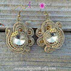 Soutache earrings, orecchini 4x4 cm, oro, cabochon, handmade, strass, thread, cotton, modern style, sutasz, glam style, gold , chic, classic