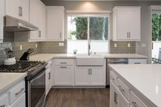 Contemporary Kitchen with Storka 5th Avenue 3x6 Grey Glossy, Simple granite counters, Subway Tile, Kitchen island, L-shaped
