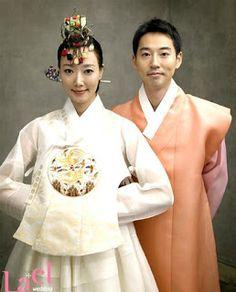 Yiruma getting married in Hanbok.