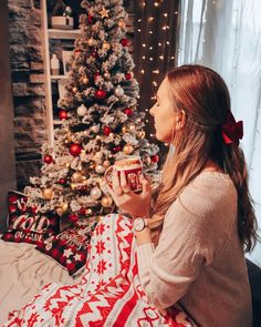 """Iris 🌸 Travel & Lifestyle's Instagram photo: """"Ich bin so verliebt in mein kleines Weihnachtsparadies 🥰🎄 so schön geschmückt hatten wir's noch nie, aber dieses Jahr war das einfach…"""" Iris, Christmas Tree, Instagram, Holiday Decor, Paradise, In Love, Simple, Schmuck, Nice Asses"""