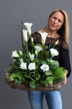 Pin by Anita on Bukiety Purple Flower Arrangements, Vase Arrangements, Floral Centerpieces, Purple Flowers, Spring Flowers, Colorful Flowers, Church Flowers, Funeral Flowers, Deco Floral