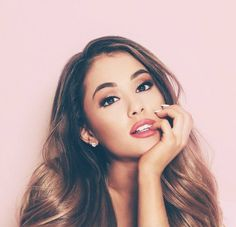 Ariana Grande a queen Spice Girls, Pretty People, Beautiful People, Beautiful Images, Ariana Grande Fotos, Ariana Grande Makeup, Photo Star, Scream Queens, Dangerous Woman
