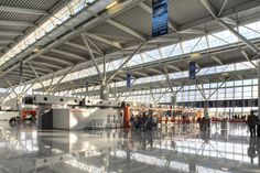 Warsaw Chopin Airport: Terminal - check-in area