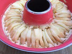 Wir sind oft mobil unterwegs und ich benutze dann den Omnia-Backofen. Sowohl Kuchen als auch Aufläufe gelingen gut im Omnia. Das Rezept für diesen Apfelkuchen habe ich auf der Homepage 4Reifen1Klo …