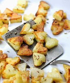 How to make perfect crispiest roasted potatoes with one simple trick. Make cute roasted heart potatoes for Valentine's Day dinner Valentines Breakfast, Valentines Day Dinner, Valentines Day Treats, Valentines Meal Ideas, Valentines Healthy Snacks, Breakfast In Bed, Valentine's Day Recipes Breakfast, Romantic Breakfast, Breakfast Potatoes