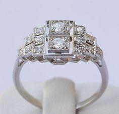 BAGUE ART DECO, OR 18K ET PLATINE, DIAMANTS 0.92 CT - GOLD & DIAMONDS RING                                                                                                                                                                                 Plus